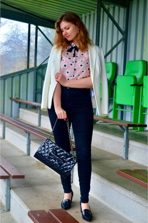 black jeans - white blazer - black purse - light pink top - black pumps