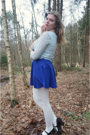 white tights - blue skirt - sky blue lace top - white necklace - black pumps