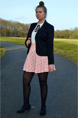 black blazer - white blouse - pink skirt - black pumps