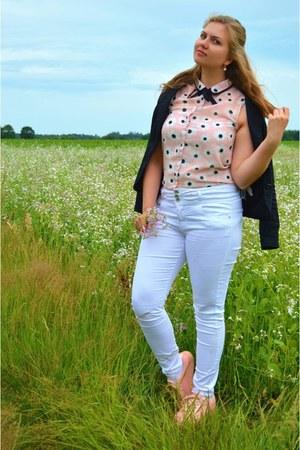 light pink top - white jeans - black blazer - light pink sneakers