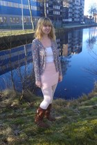 light pink skirt - brown boots - white tights - white top