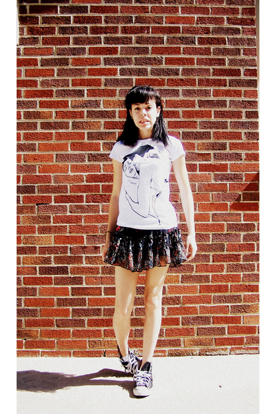 t-shirt - Forever 21 skirt - Converse shoes