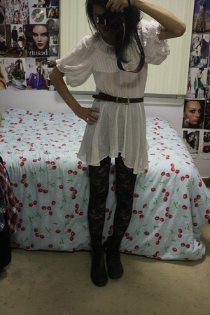 unknown top - vintage belt - unknown tights - Dr Martens shoes
