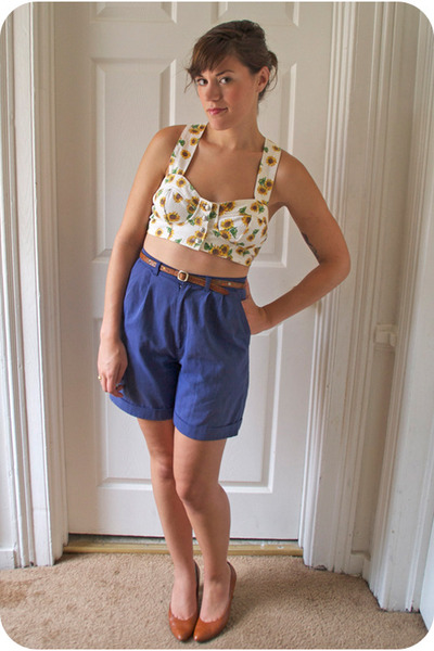 blue cotton vintage shorts - brown leather vintage belt