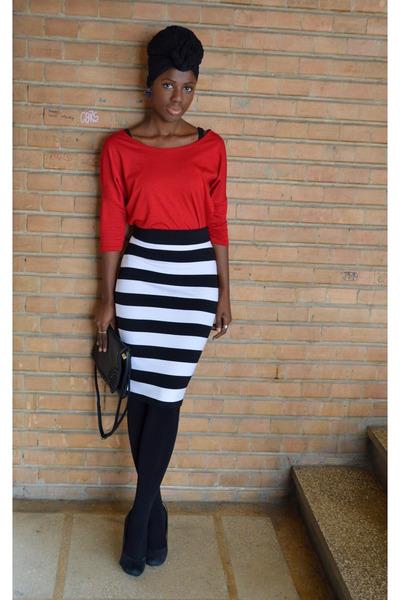 black New Yorker skirt - red New Yorker t-shirt