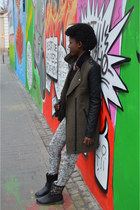 army green New Yorker coat - black New Yorker sweater - olive green Takko pants