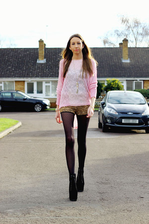 thin cotton Rose & Pose jumper - Hidden Fashion boots - Oh My Love shorts