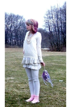 rhuel sweater - simply vera wang t-shirt - Forever21 dress - Express leggings -