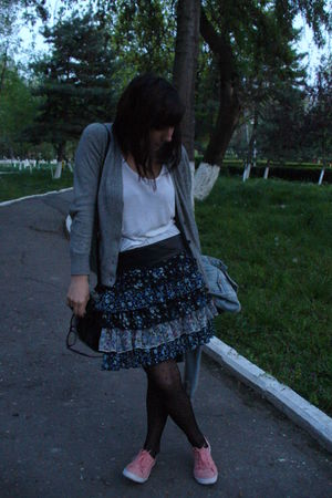 white Primark top - Primark skirt - Volcom Stone belt - H&M tights - H&M shoes