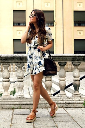 cream floral print walktrendy romper - brown Lefties sandals