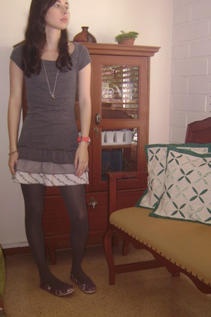 gray dress - gray tights - deep purple Tannino flats