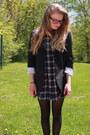 Black-aritzia-blazer-navy-gap-shirt