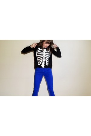 black t-shirt - blue Forever 21 jeans - black Forever 21 cardigan