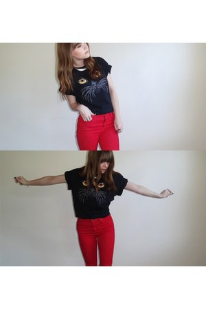 black shirt - red BDG jeans - silver collar necklace