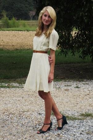 cream silk 1940s vintage dress - teal Nine West sandals