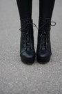 Black-faux-leather-mango-leggings-ivory-h-m-bag-black-laced-aldo-wedges