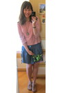 Chapel-necklace-bubble-gum-top-navy-skirt