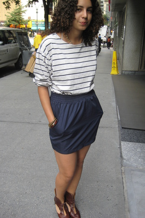 aa skirt - banana republic shirt - UO shoes
