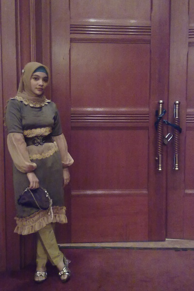 olive green -- self-made dress - mustard -- Paris scarf