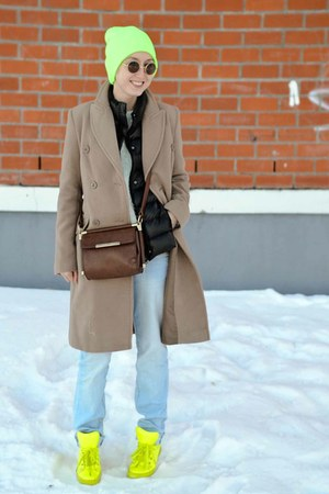 neon Ebay sneakers - camel Incity coat - down vest Mango vest