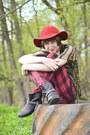 Flea-market-boots-vintage-hat-vintage-cape