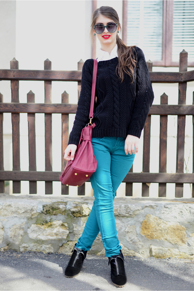 black H&M sweater - black New Yorker boots - ruby red pull&bear bag