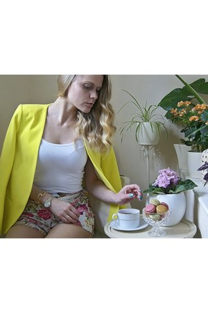 neon H&M blazer - flower print wholesale-dressnet shorts - nude TK Maxx heels