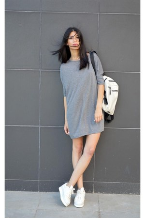 loose Sheinsidecom dress - backpack Tous bag - flatforms Soya Fish sneakers