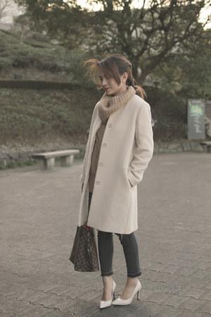 gray Uniqlo jeans - off white Zara pumps