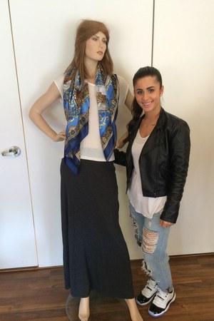blue Zara jeans - black Forever 21 jacket