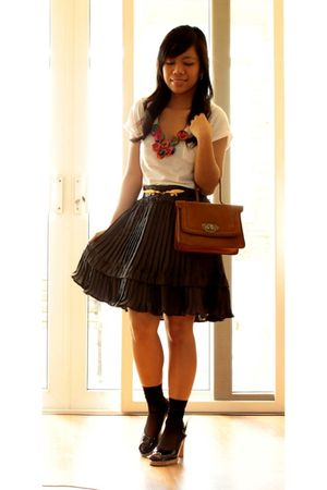 Zara top - random from Hong Kong skirt - junkstudio bib necklace - vintage onlin