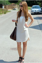 Monnari bag - Zara dress - Ray Ban sunglasses - Massimo Dutti belt
