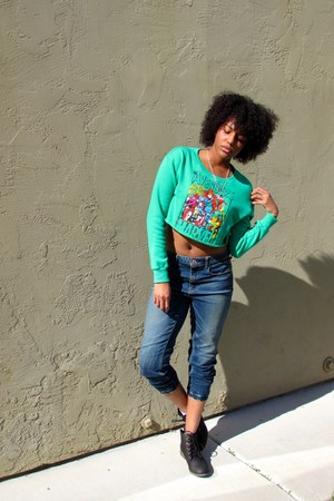 green cropped marvel Forever 21 sweatshirt - black booties Steve Madden boots