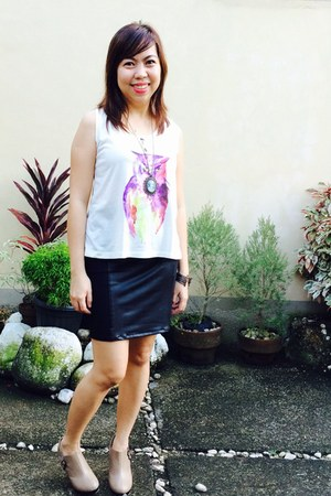beige Payless shoes - black leather skirt