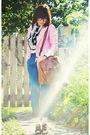 Pink-blazer-blue-pants-brown-shoes-brown-bag