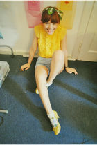 yellow Mango shoes - blue vintage shorts - yellow Amor de loca blouse