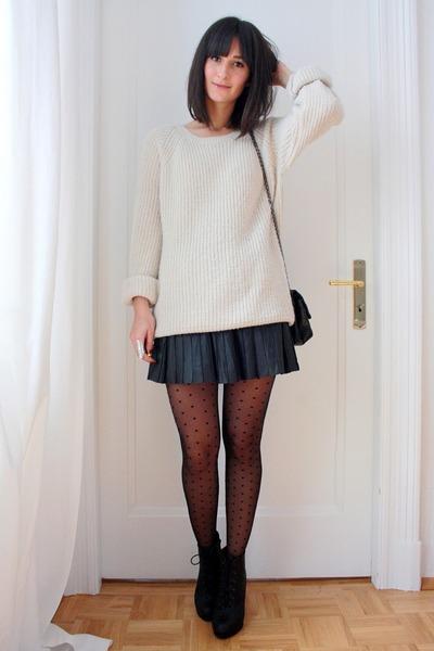 7b86cac168 ivory oversized H M sweater - black mini skirt Express skirt