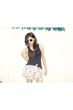 brown makes it complete accessories - black lucky 13 blouse - white FLY glasses