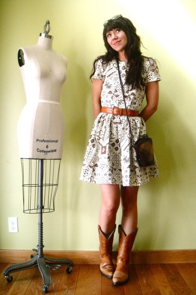 brown tailor made dress - orange vintage boots