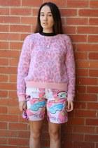 pink Emma Mulholland shorts - black Atilin shoes