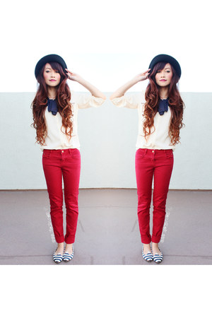 red zara denim Zara jeans - H&M hat - SoleSocietycom flats - dailylookcom blouse