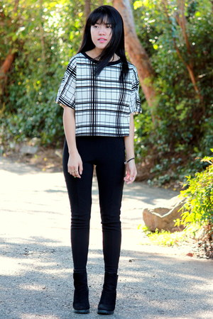 black high waisted Wet Seal pants - white boxy stripes Iris Los Angeles top