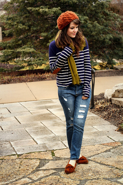 navy tailor and stylist sweater - blue Forever 21 jeans - tawny Aldo hat