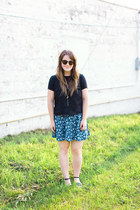 blue thrifted skirt - black madewell top - black modcloth sandals
