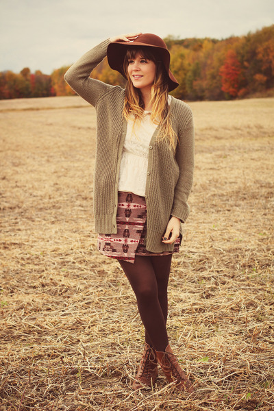 brown Vintage crown boots - brown sosie hat - ivory modcloth top
