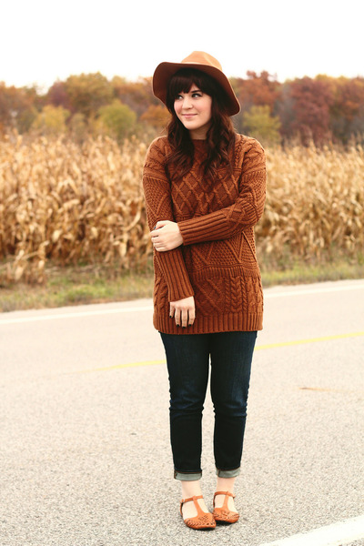 tawny Chicwish sweater - blue madewell jeans - camel Moorea Seal hat