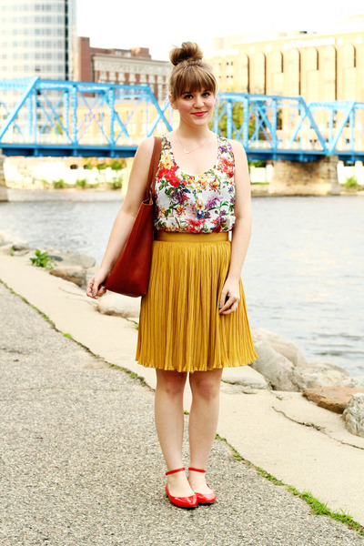 red modcloth flats - tawny madewell bag - white others follow top