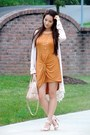 Tan-burberry-bag-camel-open-toe-ann-taylor-sandals