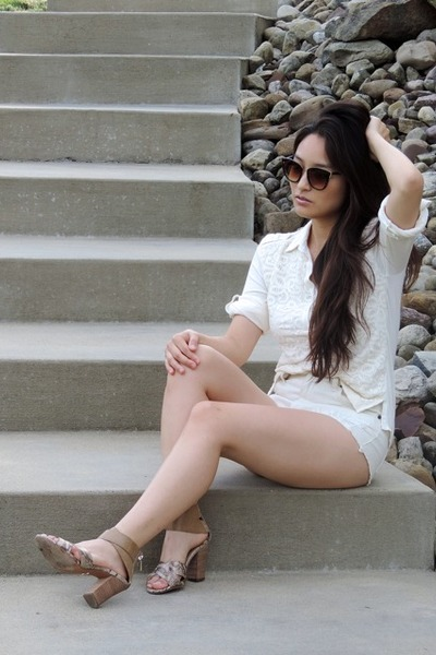 Ivory-forever-21-shorts-dark-brown-freyrs-sunglasses-ivory-grayson-top
