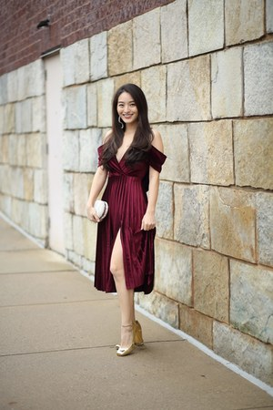 maroon pleated midi asos dress - white pearl clutch Full Line Collection bag